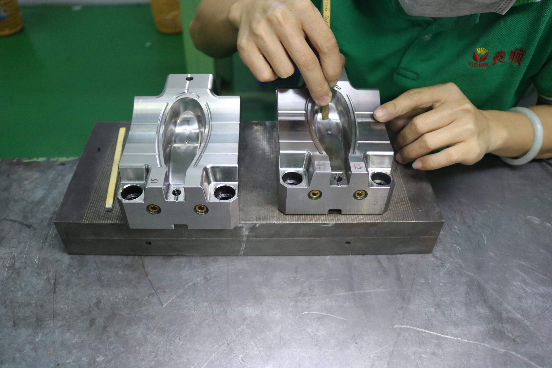 模具钳工是做什么的_塑胶模具为什么要做模具省模高光?|常见问题 - 深圳毅顺省模抛光